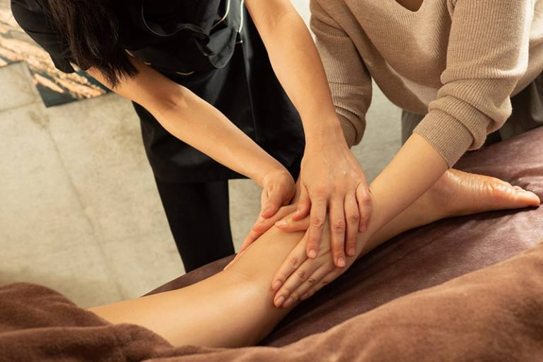 massage-training-to-become-massage-therapist-768x512
